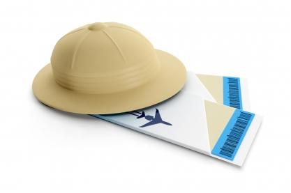 Safarihoedje met twee vliegtickets eronder